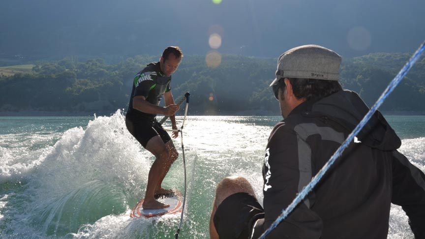 Wakeboard, wakesurf et ski nautique au lac de Monteynard en Isère
