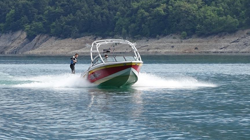 Découvrez le monoski avec Wakeiteasy sur le lac de Monteynard en Isère