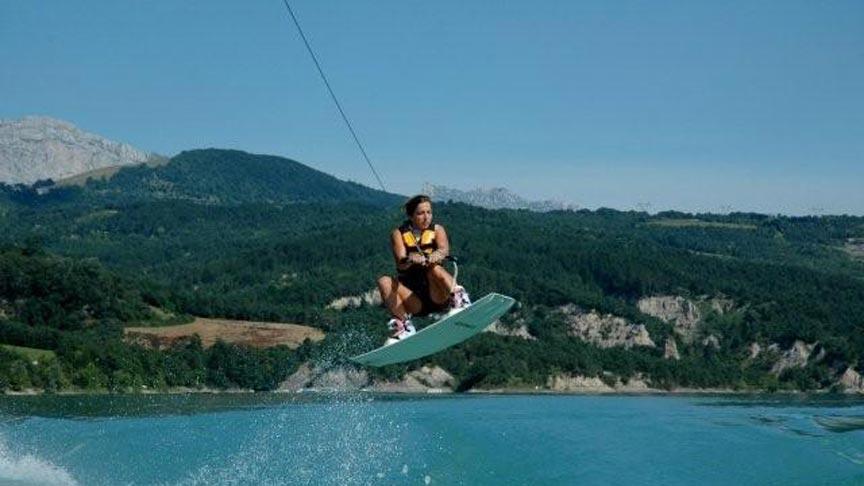 Découvrir le wakeboard sur la base nautique de Treffort - Lac Monteynard
