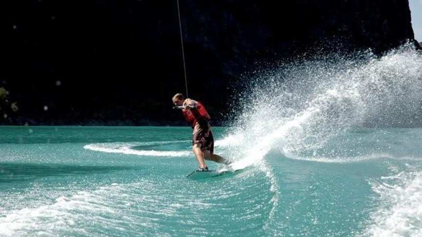 Découvrez le wakeskate sur le lac de Monteynard en Isère