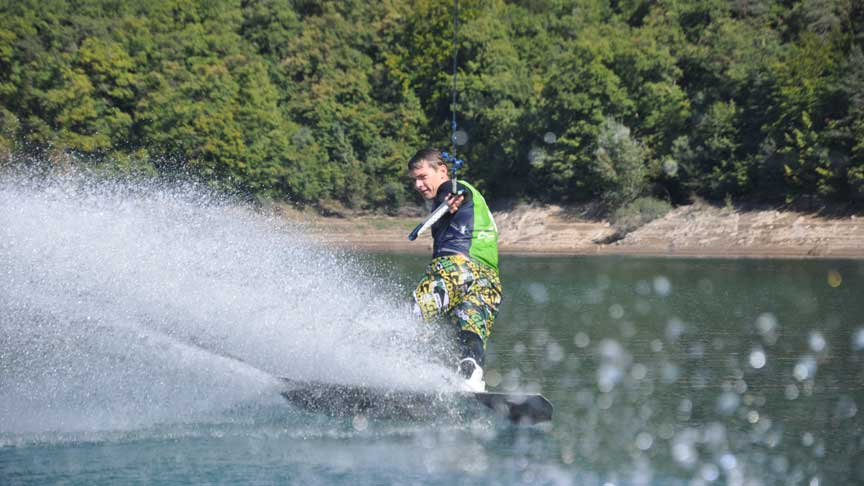 Wakeskate au lac de Monteynard - Grenoble - Wakeiteasy