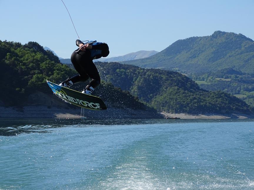 compétitions de wakeboard avec l'école Wake it easyde maxime Cadoux par Wake It Easy