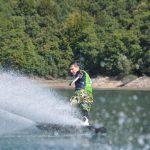 Sports de glisse sur le lac de Monteynard près de Grenoble avec Wake it easy
