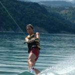 wakesurf-femme-lac-monteynard-wakeiteasy